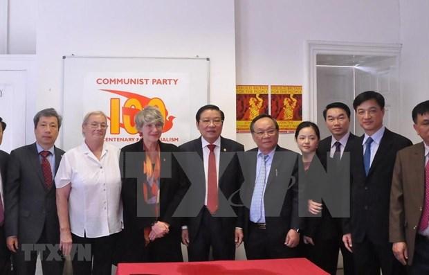 Concluye delegacion partidista vietnamita visita a Reino Unido hinh anh 1
