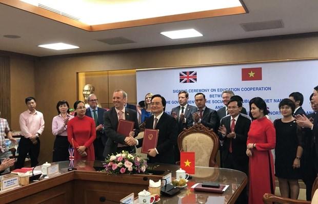Vietnam y el Reino Unido firman memorando de cooperacion en educacion hinh anh 1