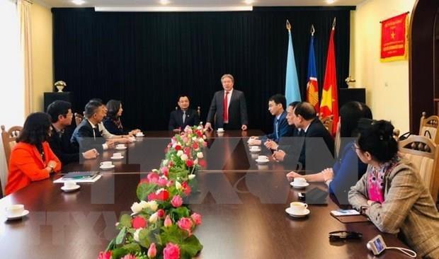 Intercambian Vietnam y Ucrania experiencias en administracion publica hinh anh 1