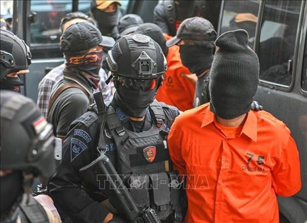 Arrestan en Indonesia a cinco presuntos terroristas hinh anh 1