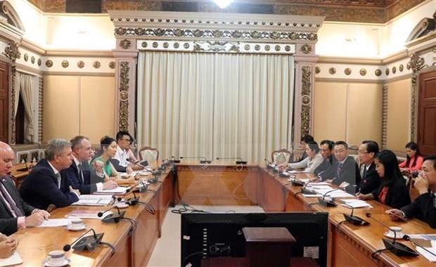 Realizara Ciudad Ho Chi Minh mesa redonda con inversores britanicos hinh anh 1