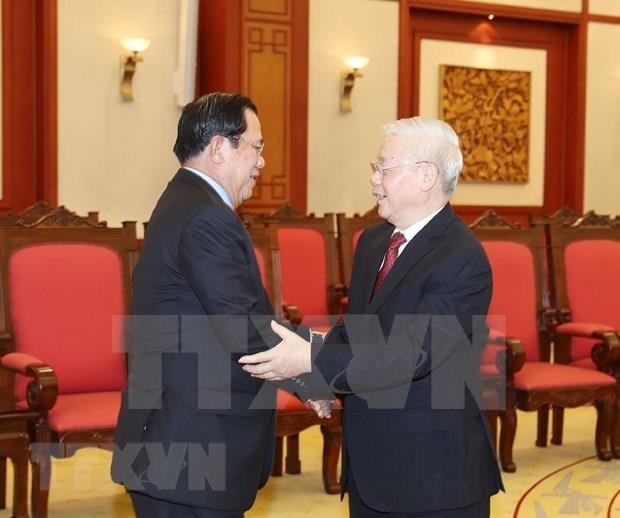 Recibe maximo dirigente de Vietnam a primer ministro de Camboya hinh anh 1