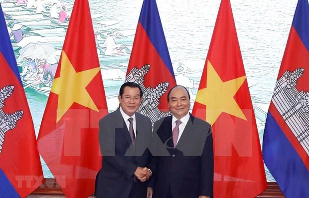 Reafirman primeros ministros de Vietnam y Camboya relaciones bilaterales de fraternidad inseparable hinh anh 1