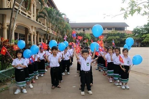 Celebran vietnamitas en Laos Dia de los docentes hinh anh 1
