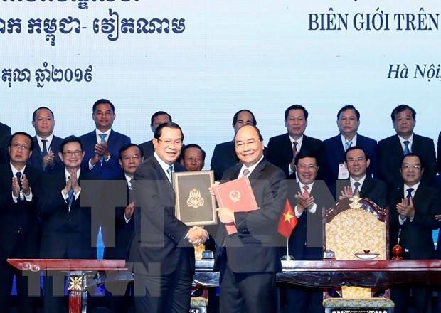 Concluye Premier de Camboya su visita oficial a Vietnam hinh anh 1