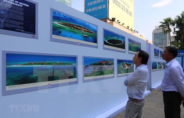 Lanzan libro de fotografias de mares e islas de Vietnam hinh anh 1