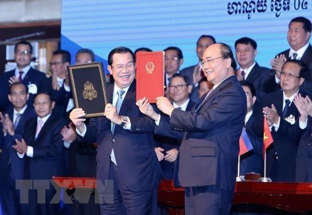 Evaluan premieres de Vietnam y Camboya colocacion de demarcaciones fronterizas hinh anh 1