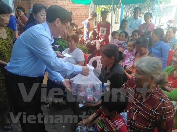 Conceden donaciones a vietnamitas residentes en Camboya hinh anh 1
