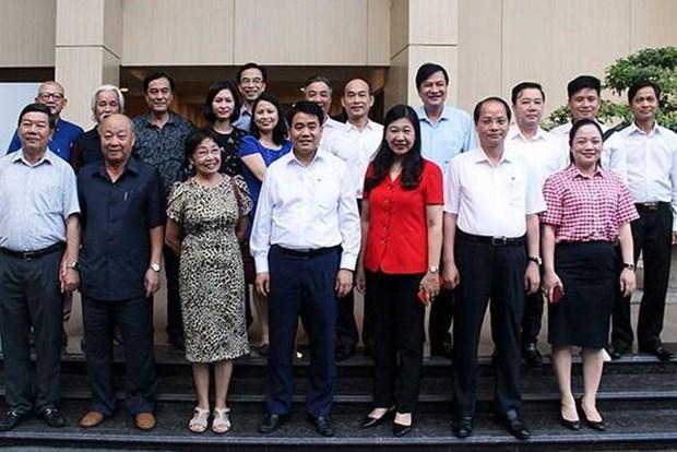 Honran a artistas e intelectuales destacados en ocasion del Dia de Liberacion de Hanoi hinh anh 1