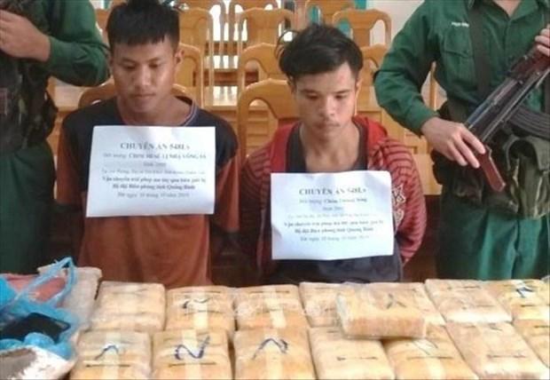 Incautan 100 mil tabletas de metanfetamina transportada de Laos a Vietnam hinh anh 1