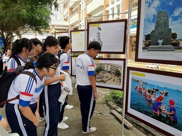 Inauguran en Long An exhibicion digital sobre soberania vietnamita sobre Hoang Sa y Truong Sa hinh anh 1