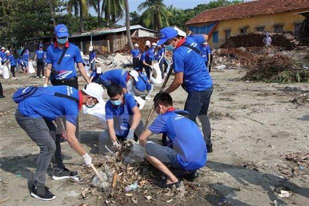 Mas de 200 voluntarios participaran en campana de recogida de basura en Hanoi hinh anh 1