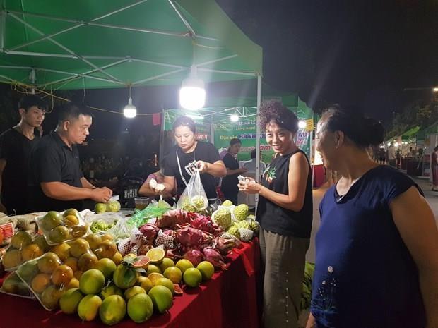 Promocionan en Hanoi productos tipicos de localidades vietnamitas hinh anh 1