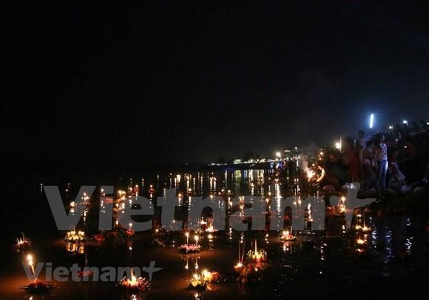 Budistas laosianos celebran festival tradicional Okphansa hinh anh 1