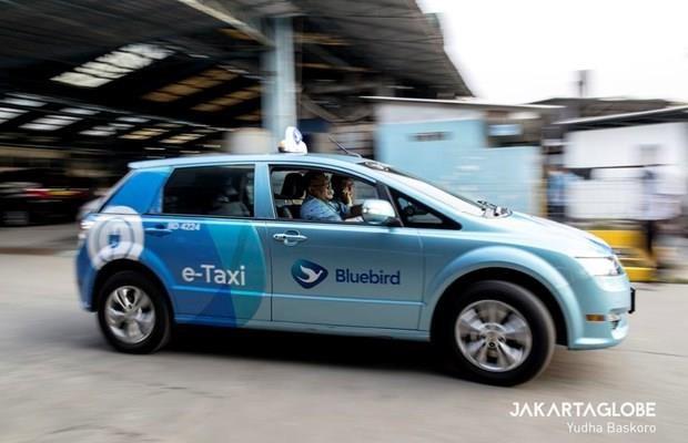 Incluye el mayor operador de taxis de Indonesia nuevos autos electricos en su flota hinh anh 1