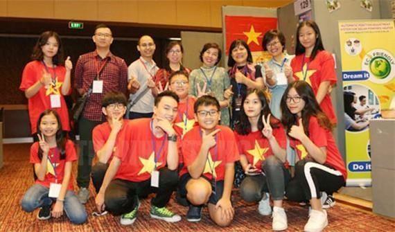 Ganan estudiantes vietnamitas medallas de oro en concurso de invencion en Indonesia hinh anh 1