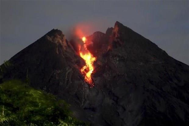 Alerta Indonesia sobre peligro para aviacion por erupcion del volcan Merapi hinh anh 1