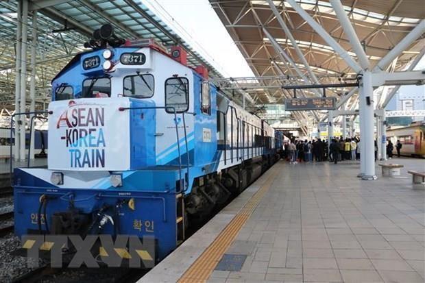 Tren de ASEAN-Corea del Sur destaca amistad y cooperacion hinh anh 1