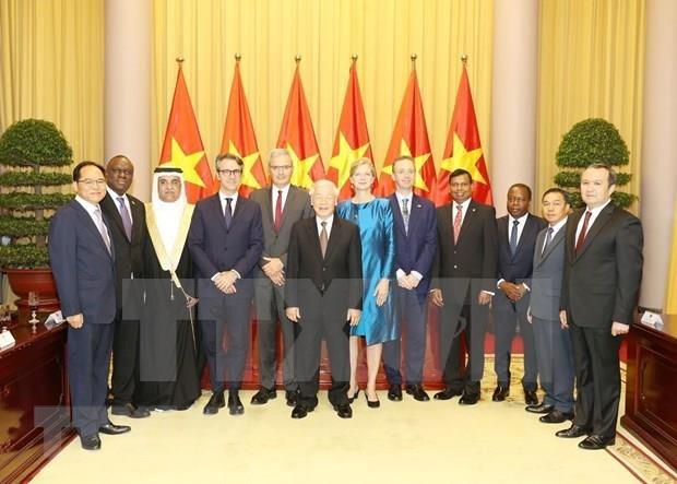 Recibe maximo dirigente de Vietnam cartas credenciales de nuevos embajadores hinh anh 1