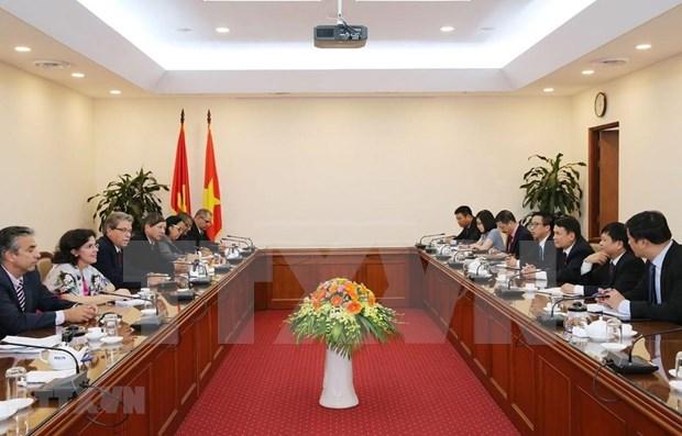 Cuba y Vietnam debaten medidas destinadas a fomentar lazos en campo ideologico hinh anh 1