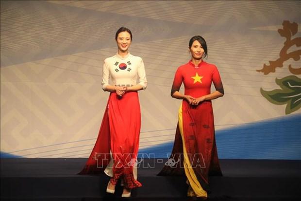 Intensifican intercambio entre empresarias vietnamitas y sudcoreanas durante cita cultural hinh anh 1