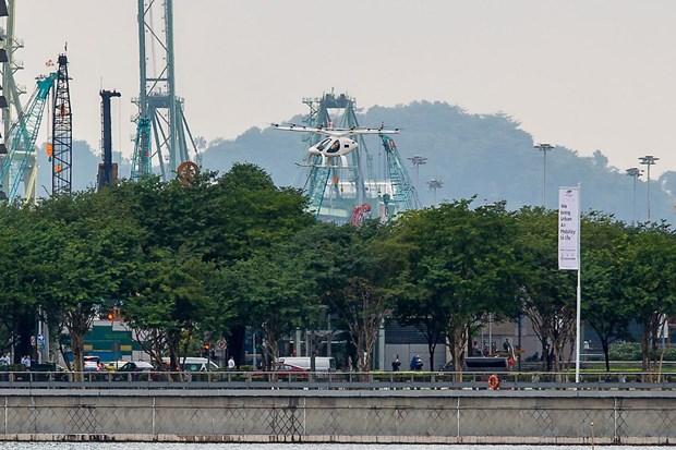 Realizan con exito en Singapur viaje de prueba de taxi volante Volocopter hinh anh 1