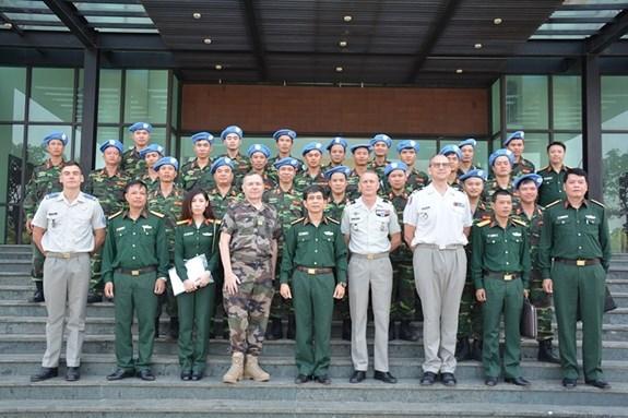 Intensifican Vietnam y Francia cooperacion en mantenimiento de la paz hinh anh 1