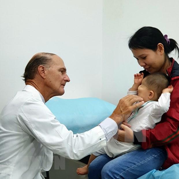 Realizara medico estadounidense operaciones quirurgicas gratuitas a ninos vietnamitas hinh anh 1
