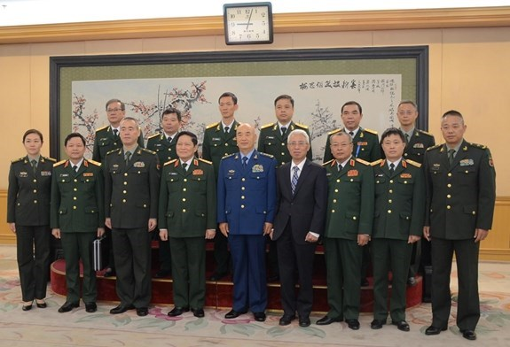 Intensifican Vietnam y China la cooperacion en defensa hinh anh 1