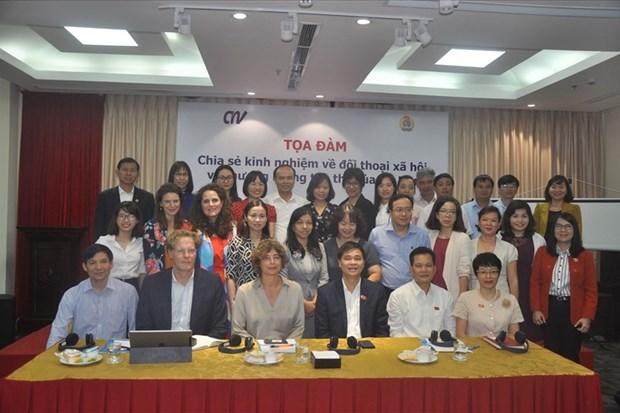 Sindicatos de Vietnam y Paises Bajos comparten experiencias sobre negociacion colectiva hinh anh 1