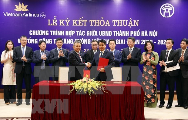 Hanoi y corporacion Vietnam Airlines agilizan cooperacion en promocion turistica hinh anh 1