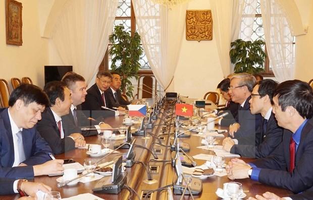 Impulsan relaciones de amistad y cooperacion entre Vietnam y Republica Checa hinh anh 1