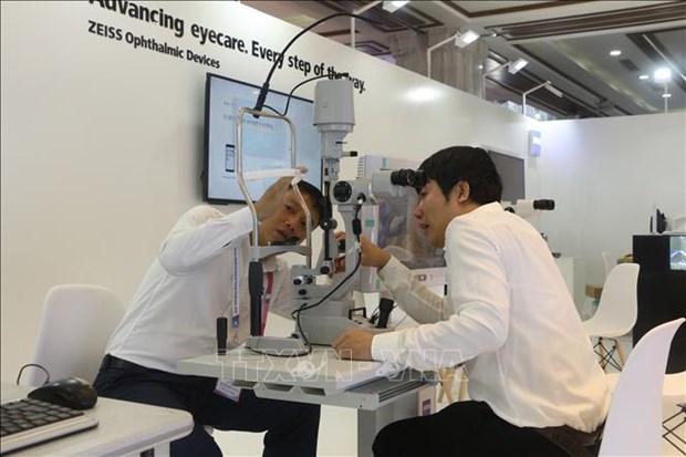 Debaten en Vietnam expertos internacionales sobre tratamientos oftalmologicos hinh anh 1