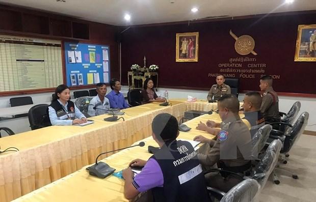Recibe Embajada vietnamita pescadores rescatados en Tailandia hinh anh 1