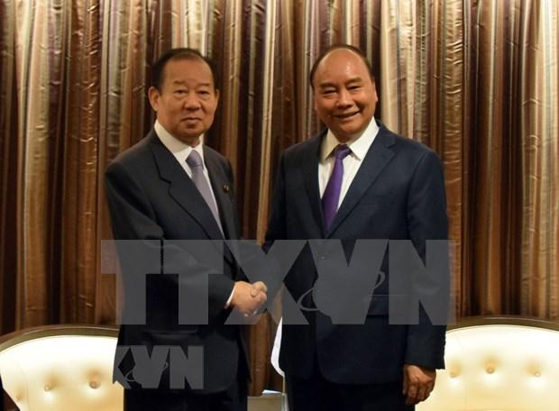 Recibe premier vietnamita al secretario general del Partido Liberal Democratico de Japon hinh anh 1
