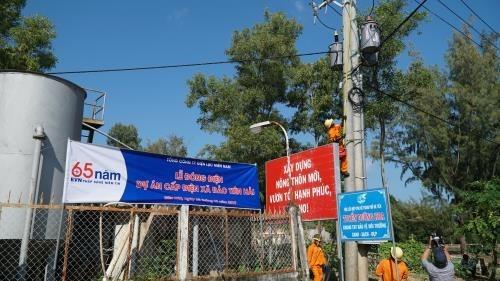 Isla vietnamita se conecta a la red nacional de electricidad hinh anh 1