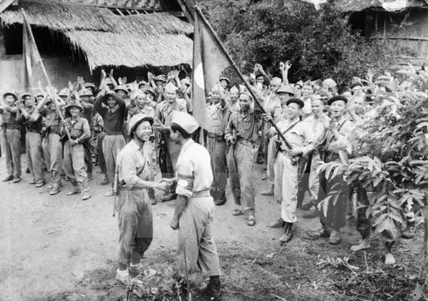 Maximo dirigente de Laos resalta imagen de combatientes voluntarios vietnamitas hinh anh 1