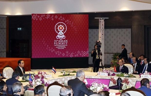 Comienza en Bangkok sesion plenaria de XXXV Cumbre de ASEAN hinh anh 1