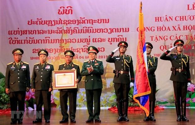 Honra Vietnam a oficiales y colectivos del Ejercito Popular de Laos hinh anh 1