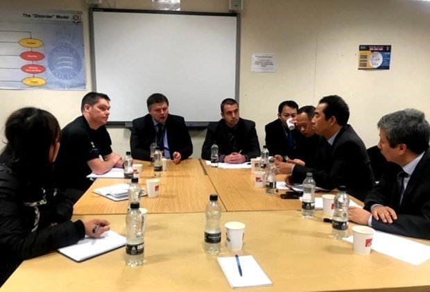 Agradece vicecanciller vietnamita coordinacion britanica en la investigacion de tragedia en Essex hinh anh 1