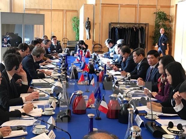Resaltan avances en las relaciones economicas Vietnam-Francia hinh anh 1