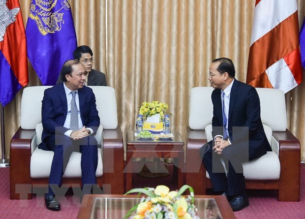 Cancilleria de Vietnam felicita a diplomaticos camboyanos por Dia de la Independencia de su pais hinh anh 1