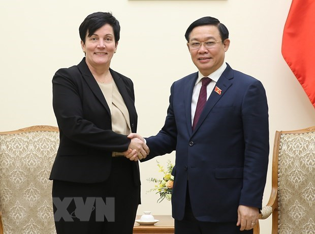 Dirigentes vietnamitas reciben a la delegacion de la CFI hinh anh 1