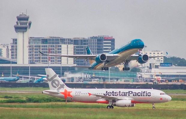 Vietnam Airlines y Jetstar Pacific ajustan vuelos por tormenta Nakri hinh anh 1