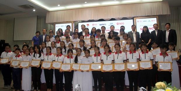 Empresa tailandesa concede becas a estudiantes vietnamitas necesitados hinh anh 1