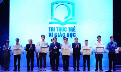 Honran en Vietnam a destacadas obras e iniciativas de desarrollo educacional hinh anh 1