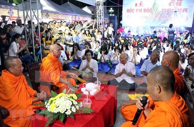 Celebra comunidad de khmeres en Vietnam el Festival tradicional Ok Om Bok hinh anh 1