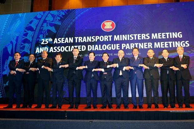 Aboga Vietnam por la pronta firma de un acuerdo aereo ASEAN-UE hinh anh 1