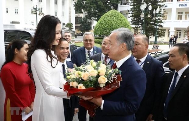 Presidente de la Camara Baja de Kazajstan visita Universidad de Hanoi hinh anh 1