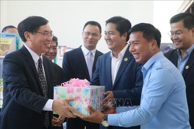 Ayuda Vietnam a fomentar habitos de lectura en Camboya hinh anh 1